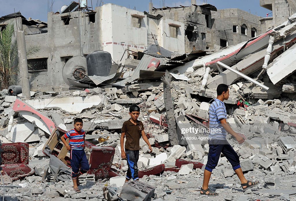 Palestinians try to find usable belongings at the ruins of their destroyed buildings during the 72hour humanitarian truce in Shejaiya neighbourhood...