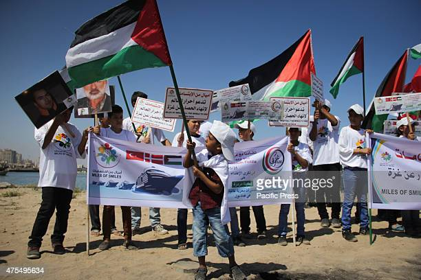 Palestinians waves flags Palestinians organized boat parade with flags during a rally marking the 5th anniversary of the Mavi Marmara Gaza flotilla...