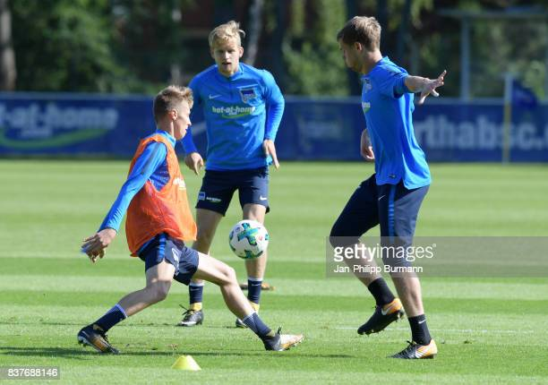Palko Dardai Arne Maier and Thomas Kraft of Hertha BSC during the training on august 23 2017 in Berlin Germany