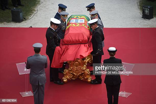 Pallbearers place the coffin on a bier during the funeral ceremony for the late former Portuguese President Mario Soares at Mosteiro dos Jeronimos in...