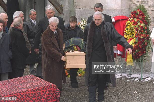 Pallbearers with the coffin Balthus' son is on the right