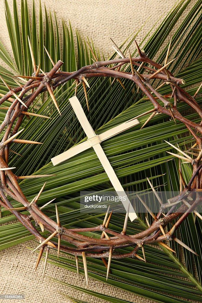Palm Cross et les Branches avec Couronne d'épines : Photo