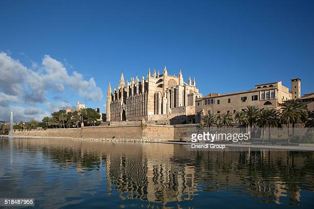 Palma Cathedral and Parc de la Mar.