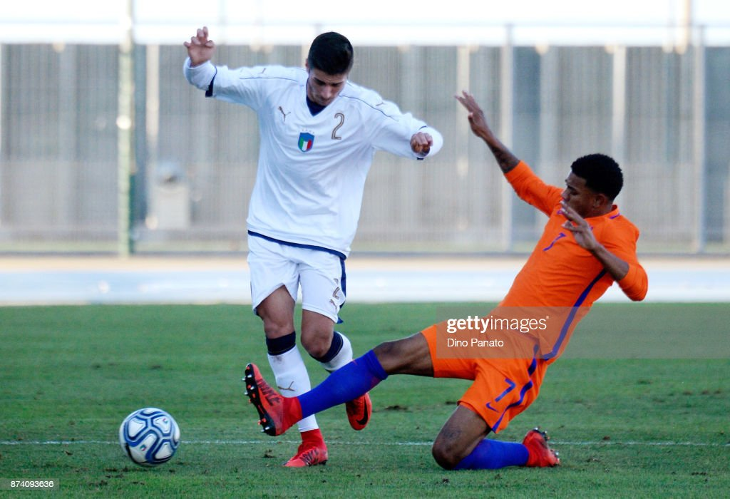 Palo Ghiglione (L) of Italy U20 competes with Juninho Bacuna of Netherlands U20 during the 8 Nations Tournament match between Italy U20 and Netherlands U20 at Stadio G. Teghil on November 14, 2017 in Lignano Sabbiadoro, Italy.