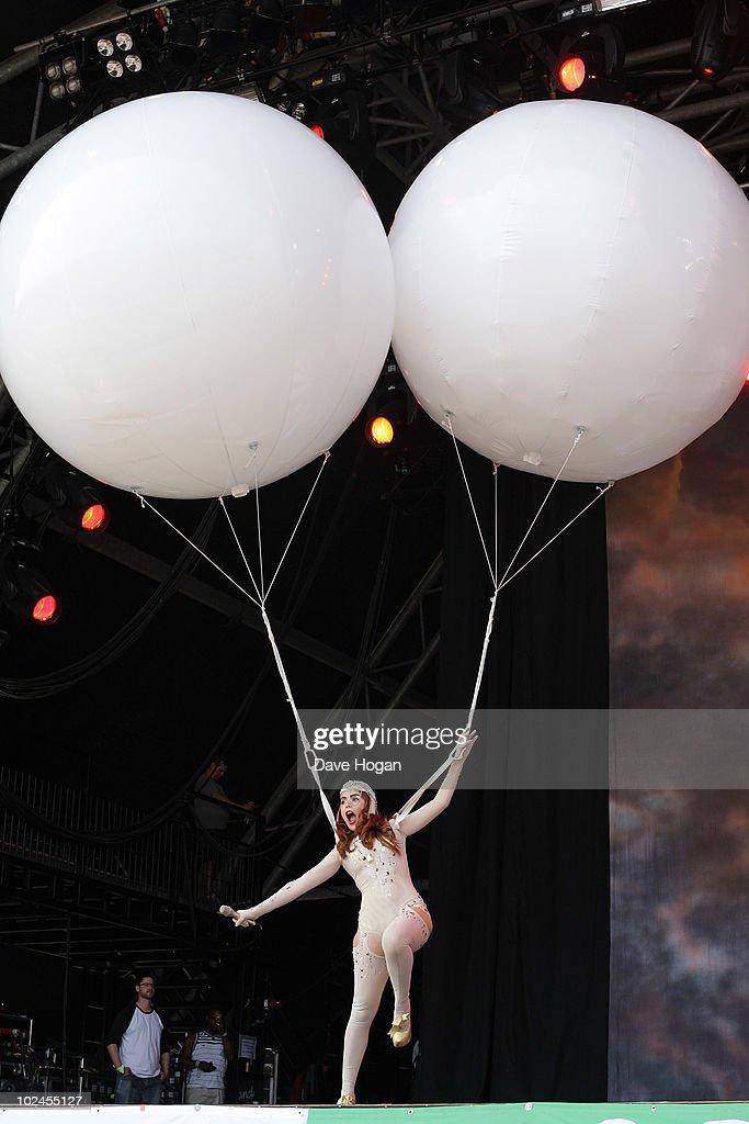 Paloma Faith performs on the Pyramid Stage during day four of the Glastonbury Festival at Worthy Farm, Pilton on June 27, 2010 in Glastonbury, England.