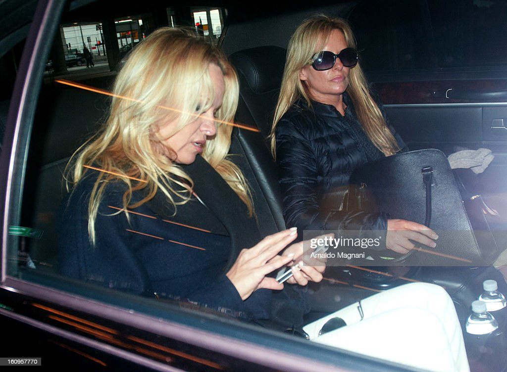 <a gi-track='captionPersonalityLinkClicked' href=/galleries/search?phrase=Pamela+Anderson&family=editorial&specificpeople=171759 ng-click='$event.stopPropagation()'>Pamela Anderson</a> (L) arrives at JFK airport on February 07, 2013 in New York City.