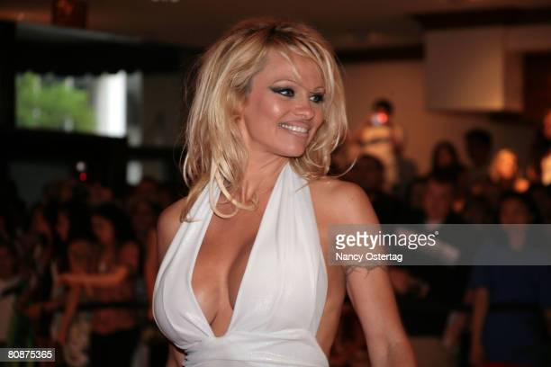 Pamela Anderson arrives at the White House Correspondents' Association dinner on April 26 2008 in Washington DC