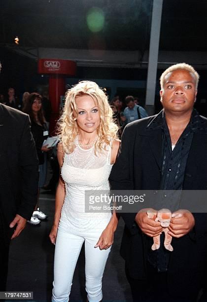 Pamela Anderson BodyguardsSAT1Pressekonferenz Berlin Deutschland Europa