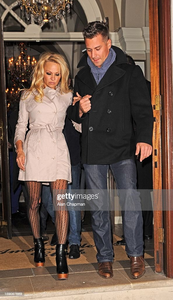 <a gi-track='captionPersonalityLinkClicked' href=/galleries/search?phrase=Pamela+Anderson&family=editorial&specificpeople=171759 ng-click='$event.stopPropagation()'>Pamela Anderson</a> sighting on January 7, 2013 in London, England.