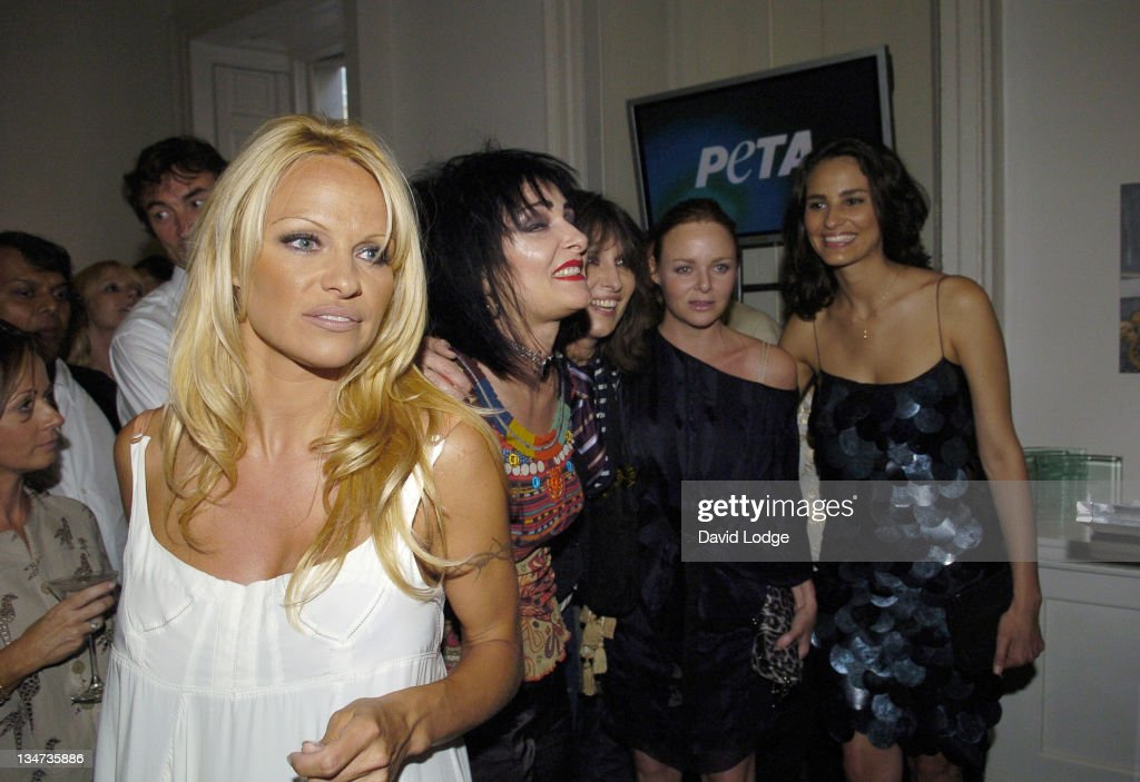 <a gi-track='captionPersonalityLinkClicked' href=/galleries/search?phrase=Pamela+Anderson&family=editorial&specificpeople=171759 ng-click='$event.stopPropagation()'>Pamela Anderson</a>, <a gi-track='captionPersonalityLinkClicked' href=/galleries/search?phrase=Siouxsie+Sioux&family=editorial&specificpeople=714537 ng-click='$event.stopPropagation()'>Siouxsie Sioux</a>, <a gi-track='captionPersonalityLinkClicked' href=/galleries/search?phrase=Chrissie+Hynde&family=editorial&specificpeople=211565 ng-click='$event.stopPropagation()'>Chrissie Hynde</a> and Stella McCartney