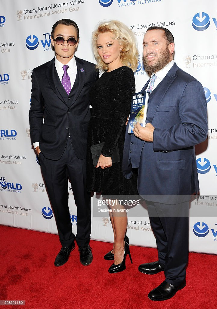 Pamela Anderson with her son Brandon Thomas Lee (L) and Rabbi Shmuley Boteach attend the 4th Annual Champions Of Jewish Values International Awards Gala at Marriott Marquis Broadway Ballroom on May 5, 2016 in New York City.