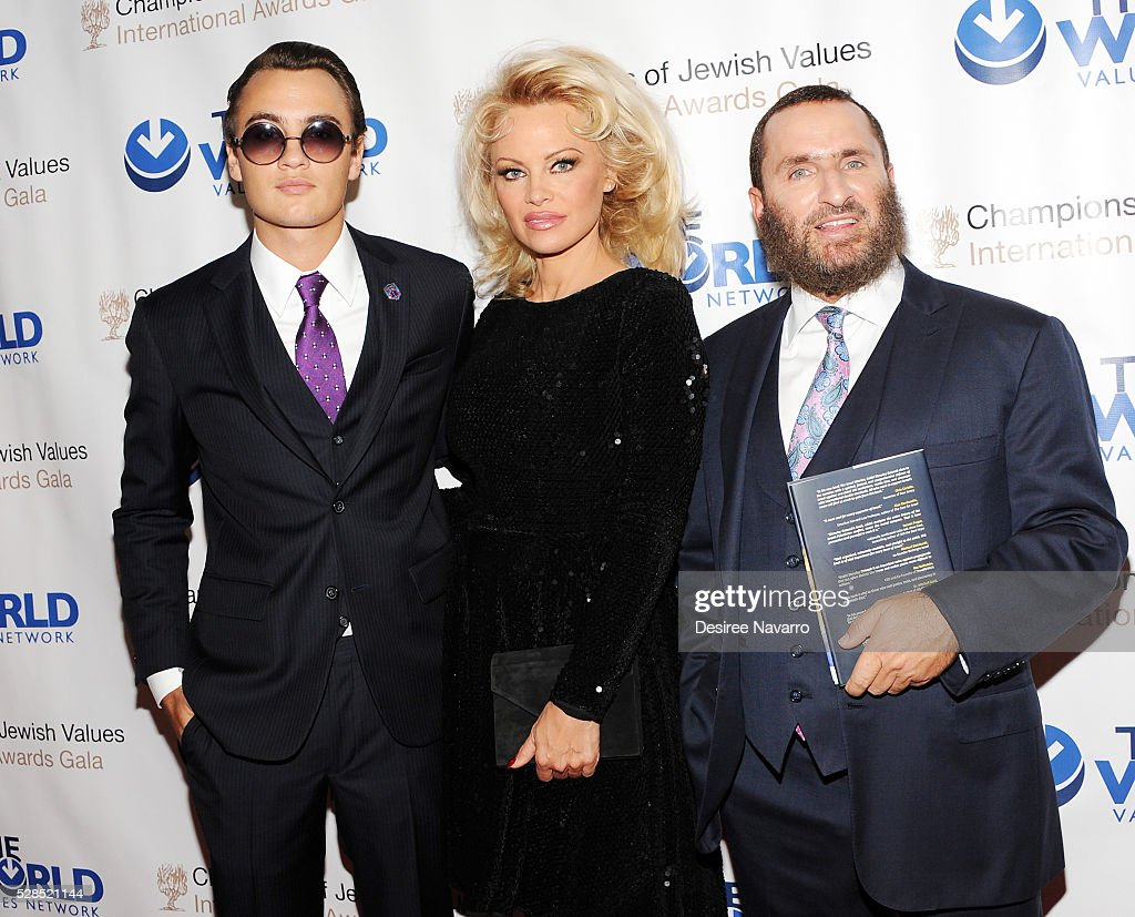 <a gi-track='captionPersonalityLinkClicked' href=/galleries/search?phrase=Pamela+Anderson&family=editorial&specificpeople=171759 ng-click='$event.stopPropagation()'>Pamela Anderson</a> with her son <a gi-track='captionPersonalityLinkClicked' href=/galleries/search?phrase=Brandon+Thomas+Lee&family=editorial&specificpeople=4854234 ng-click='$event.stopPropagation()'>Brandon Thomas Lee</a> (L) and Rabbi Shmuley Boteach attend the 4th Annual Champions Of Jewish Values International Awards Gala at Marriott Marquis Broadway Ballroom on May 5, 2016 in New York City.