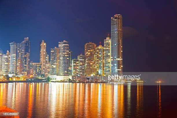 Panamá por la noche