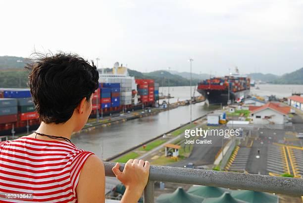 パナマ運河のミラフロレスロックの観光