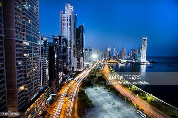 La ciudad de Panamá por la noche