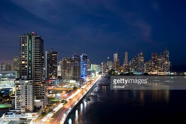 Noche de la ciudad de Panamá