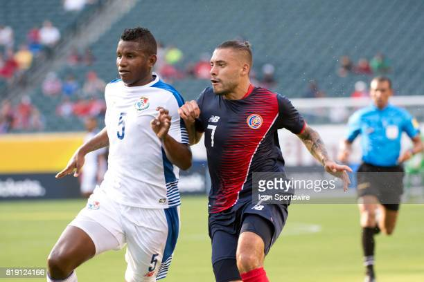 Panama Defender Fidel Escobar defends Costa Rica Forward David Ramírez in the first half during the CONCACAF Gold Cup Quarterfinal game between Costa...
