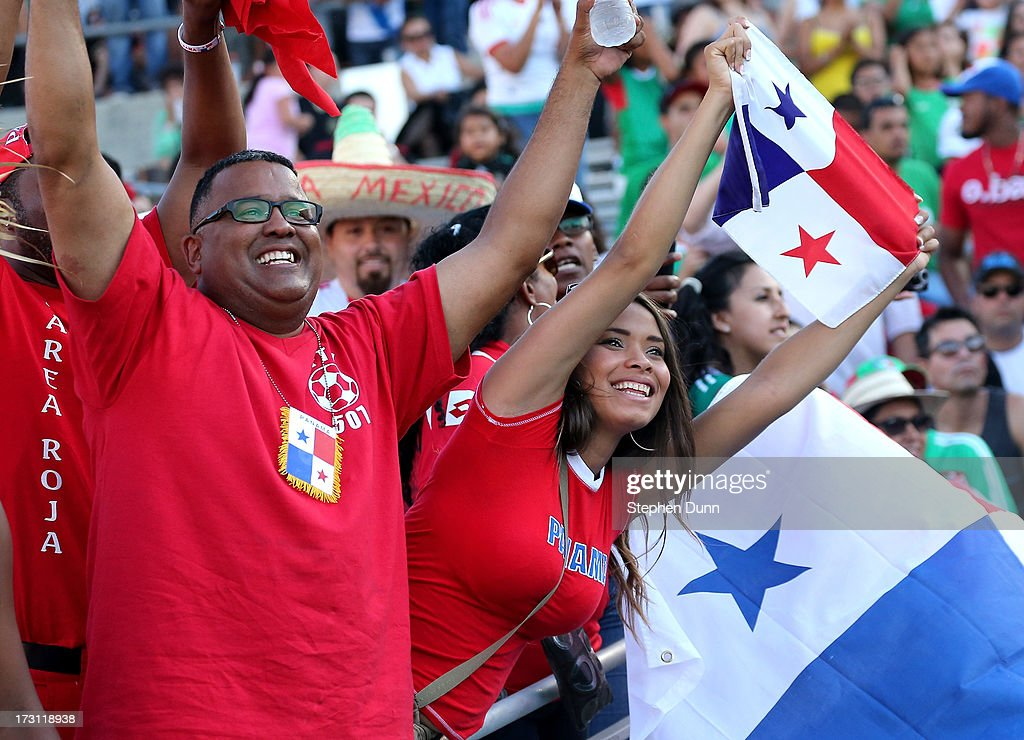 Panama fans cheer during the game with Mexico during the first round of the 2013 CONCACAF Gold Cup at the Rose Bowl on July 7, 2013 in Pasadena, California. Panama won 2-1.