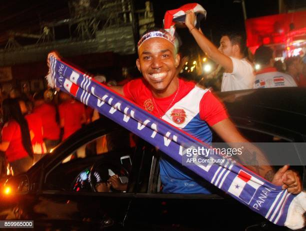 Panama football fans celebrate in Panama after national team classified for 2018 World Cup football tournament on October 10 2017 / AFP PHOTO /...