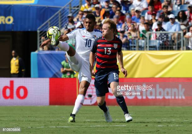 Panama forward Ismael Diaz and United States midfielder Dax McCarty battle for the ball in the group stage of the CONCACAF Gold Cup match between the...