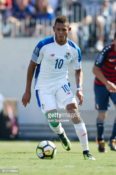 Panama forward Ismael Diaz dribbles the ball during a CONCACAF Gold Cup Group B match between the United States v Panama at Nissan Stadium on July 08...