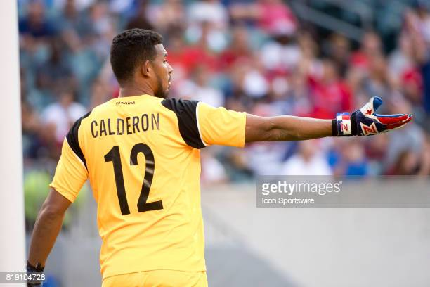 Panama Keeper José Calderón calls out to his team in the first half during the CONCACAF Gold Cup Quarterfinal game between Costa Rica and Panama on...