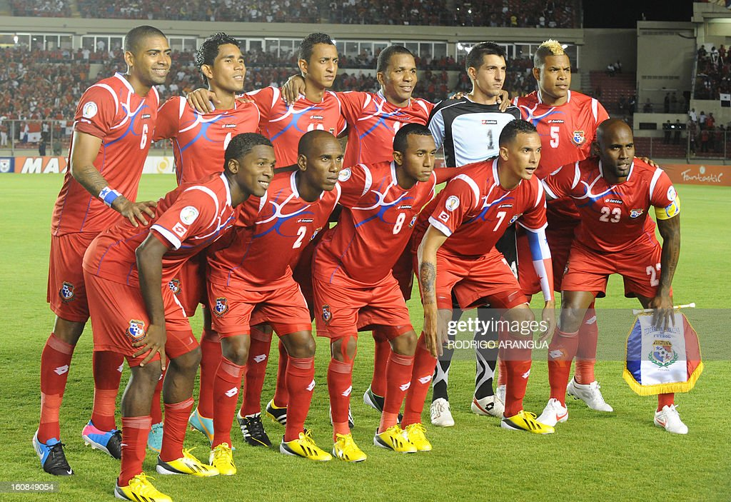 Panama national football team poses for pictures before the start their Brazil-2014 FIFA World Cup CONCACAF football qualifier at the Rommel Fernandez Stadium in Panama City on February 6, 2013. AFP PHOTO/ Rodrigo ARANGUA