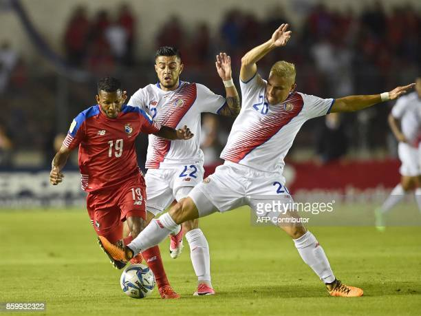 Panama's Alberto Quintero and Costa Rica's Ronald Matarrita and David Guzman vie for the ball during their 2018 World Cup qualifier football match in...