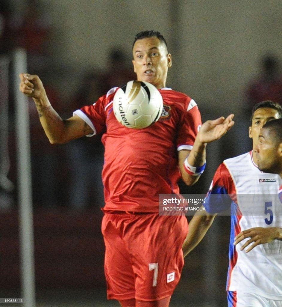 Panama's forward Blas Perez controls the ball during their FIFA World Cup Brazil 2014 CONCACAF qualifier football match against Costa Rica at the Rommel Fernandez Stadium in Panama City on February 6, 2013. AFP PHOTO/ Rodrigo ARANGUA