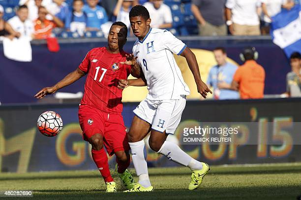 Panama's Luis Henriquez and Honduras' Anthony Lozano battle for the ball during the CONCACAF Gold Cup match between Honduras and Panama in Foxborough...