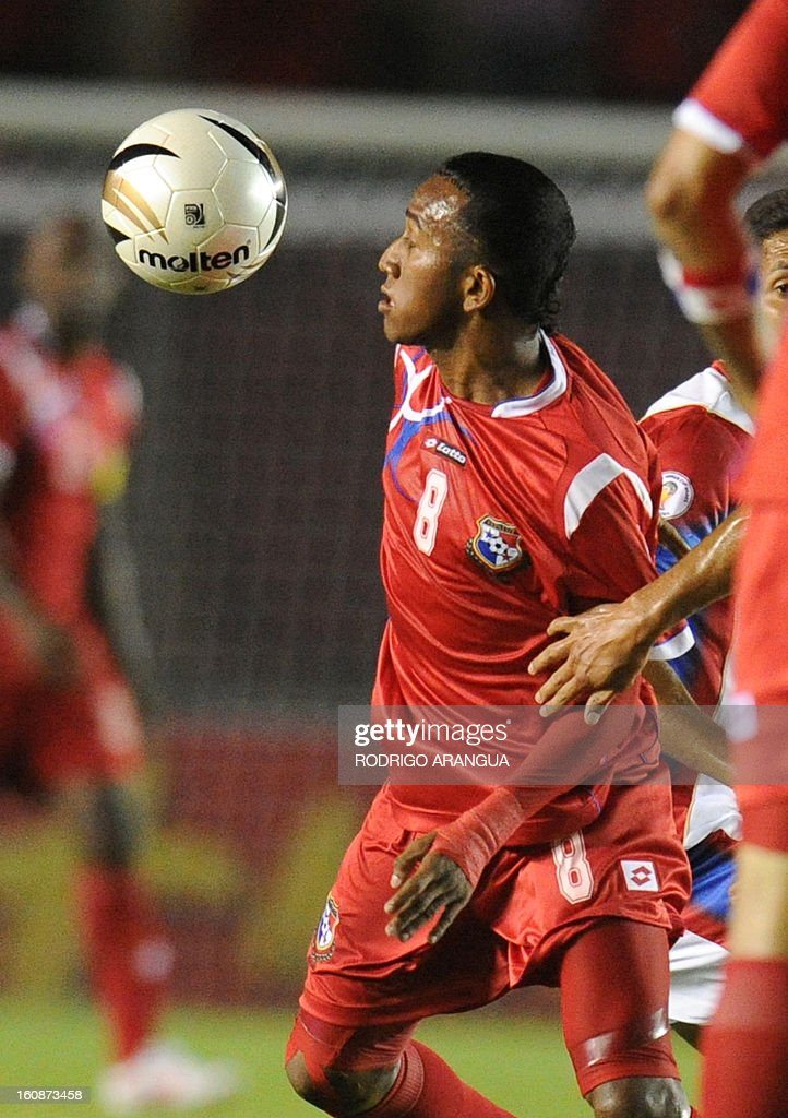 Panama's midfielder Marcos Sanchez controls the ball during their FIFA World Cup Brazil 2014 CONCACAF qualifier football match against Costa Rica at the Rommel Fernandez Stadium in Panama City on February 6, 2013. AFP PHOTO/ Rodrigo ARANGUA