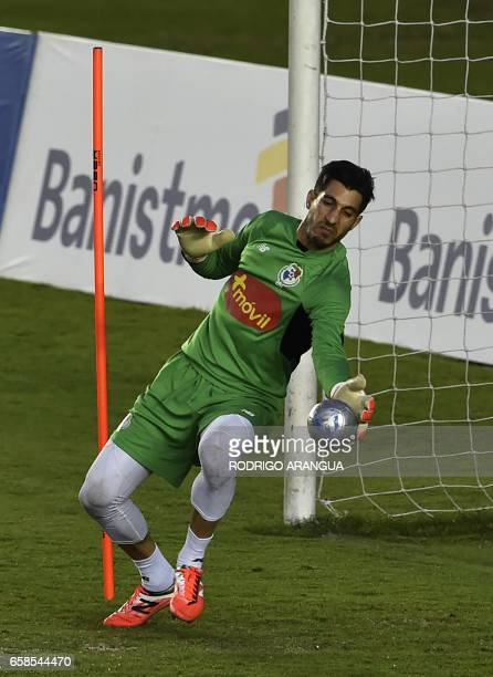 Panama's national football team goalkeeper Jaime Penedo takes part in a training session at the Rommel Fernandez stadium in Panama City on March 27...