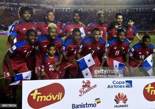 Panama's national football team poses before a FIFA World Cup Russia 2018 Concacaf qualifier match against Honduras in Panama City on June 13 2017 /...
