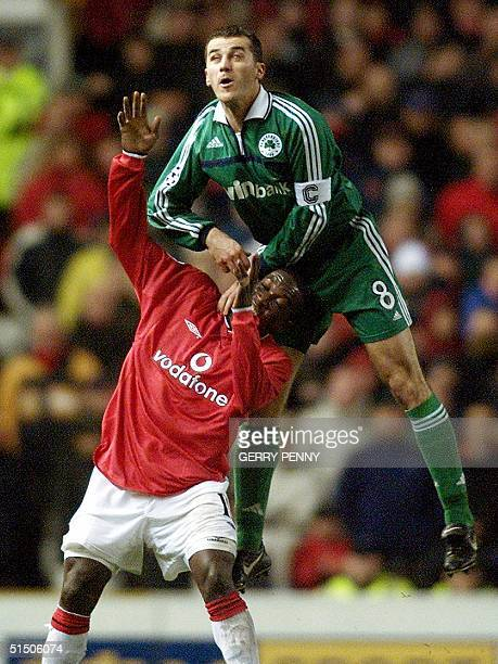 Panathinaikos captain Ioannis Goumas vies with Manchester United striker Dwight Yorke 21 November 2000 in a UEFA Champions League phasetwo group A...