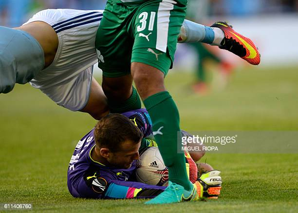 TOPSHOT Panathinaikos' English goalkeeper Luke Steele stops the ball during the Europa League Group G football match RC Celta de Vigo vs...
