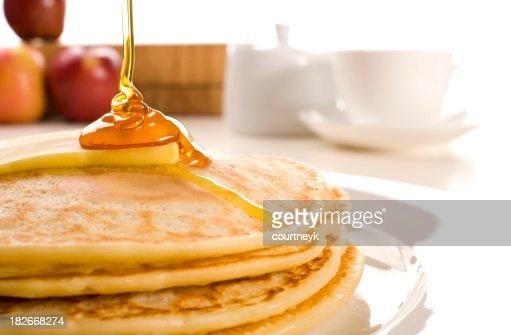 pfannkuchen mit butter und sirup kaffee zucker obst stock foto getty images. Black Bedroom Furniture Sets. Home Design Ideas
