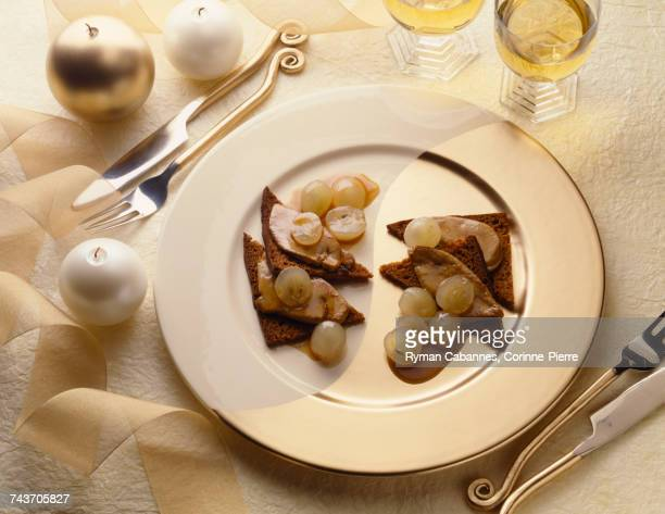 Pan-fried foie gras on gingerbread with grapes