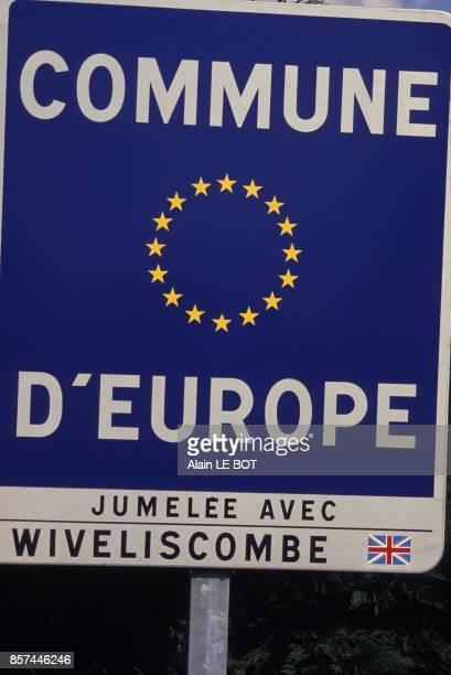 Panneau commune d'Europe a l'entree de la petite ville du MaineetLoire en octobre 1993 au Lion d'Angers France