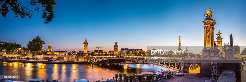 Panorama de pont Alexandre III à Paris au coucher du soleil : Photo