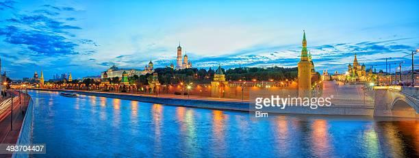 Panorama sur le Kremlin de Moscou au coucher du soleil