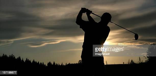 パノラマ上級ゴルファーのシルエット