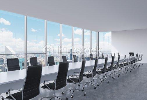 vue panoramique de la salle de conf rence moderne bureau vue sur la ville de new york photo. Black Bedroom Furniture Sets. Home Design Ideas