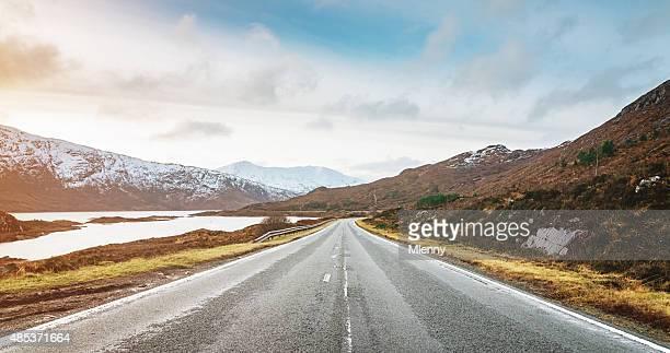 Panoramablick auf den Highway zur Isle of Skye, Highlands von Schottland