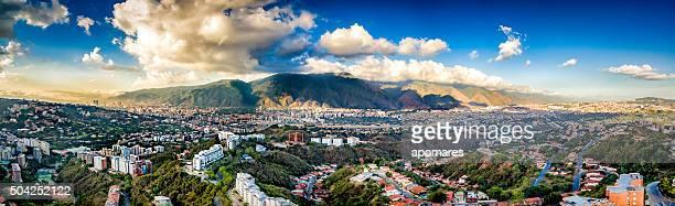 image panoramique Vue aérienne de la ville de Caracas avec El Ávila