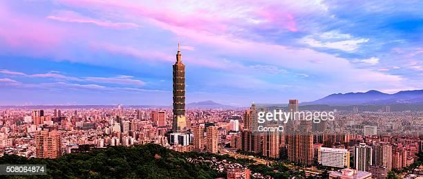 Vue panoramique d'un lever de soleil de Taipei, Taiwan