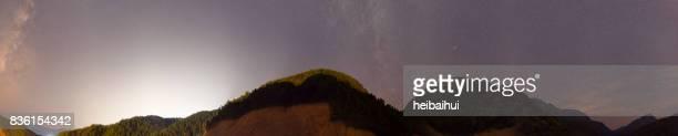 Panorama-Szene der Milchstraße am Nachthimmel, Süd-China