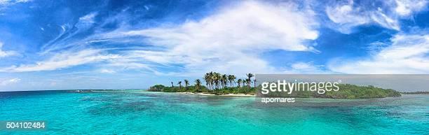 Vista panorâmica de Ilha tropical nas Caraíbas
