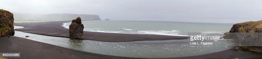 Panoramic view of Reynisfjara beach : Foto de stock