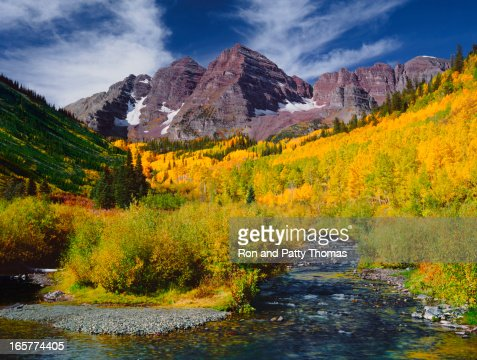 Panoramic view of the Maroon Bells Peak with Aspen trees