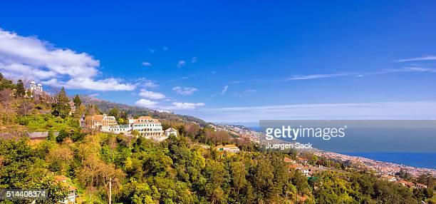 Vista panorâmica sobre o Monte e Funchal sobre Madeira